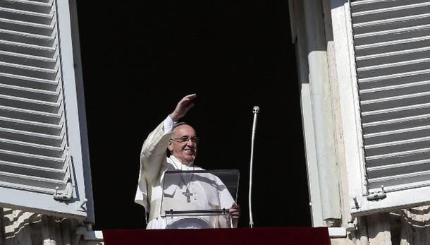 Papa: riconoscere Gesù nei poveri