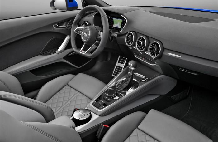 L'interno di Audi TT S roadster