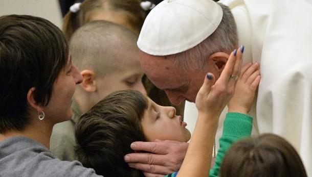 Papa:famiglie numerose non causa povertà