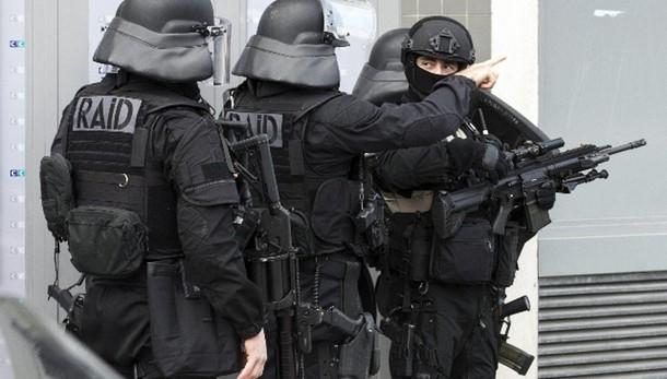 Valls,2.600 posti lavoro anti terrorismo