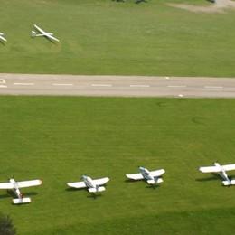 Quel volo che dura da 25 anni  Festa in aeroporto ad Alzate