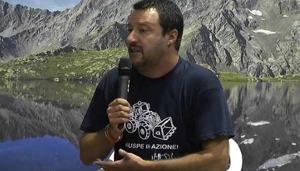Salvini, Chiesa non rompa palle sindaci
