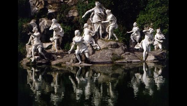 Reggia Caserta, fontana diventa piscina