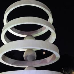 """Camerlata: la fontana  torna """"signora degli anelli"""""""