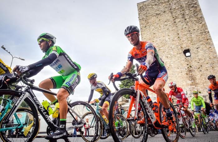 Como Giro di Lombardia passaggio della corsa a Porta Torre