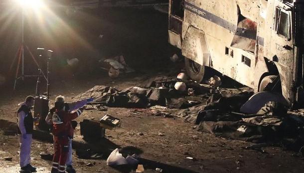 Attacco Istanbul, 15 i morti e 69 feriti