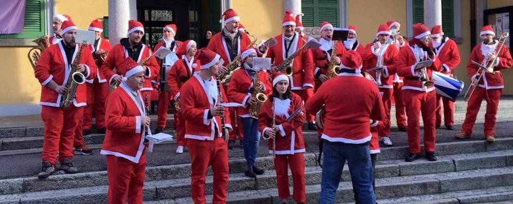 Per l'invasione dei Babbi Natale  un migliaio di persone a Olgiate