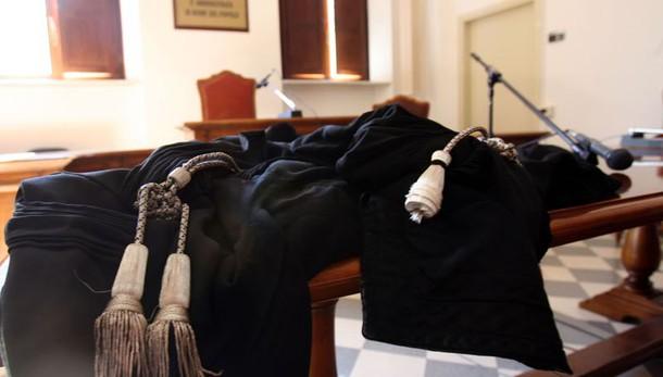 Abusi e schiavitù, condannato ex prete