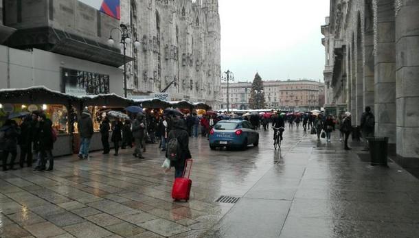 Uomo caduto da terrazze Duomo su guglie