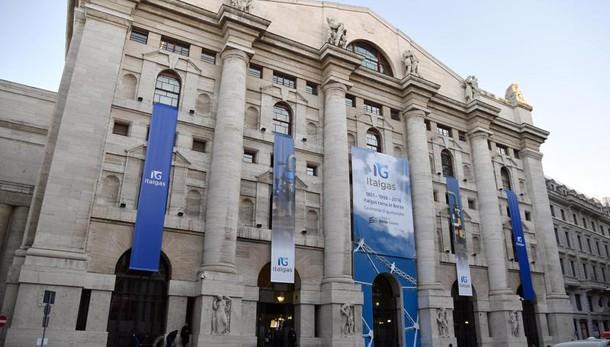 Borsa: Milano apre poco mossa (-0,03%)