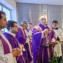 Sant'Anna, il vescovo incontra i malati  «L'unico rimedio al male è l'amore»