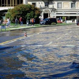 Como lago esondato in piazza Cavour,
