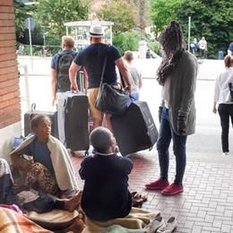 Emergenza migranti  Ormai accampati in 400