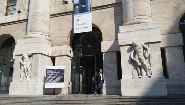Borsa, Milano apre in rialzo (+0,43%)