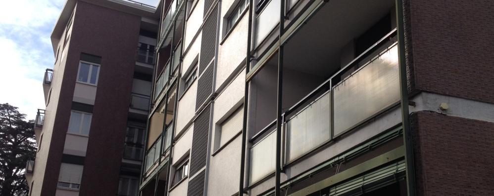 Cantù, ladri acrobati in via Ugo Ricci  Via Stoppani, danni in una villa