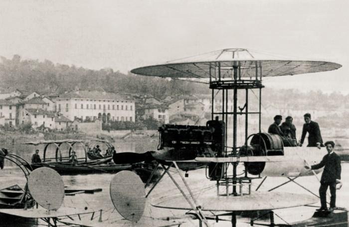 1921 - l'idrovolante dell'ingegner Somalvico durante le prove di galleggiamento sul lago di Como