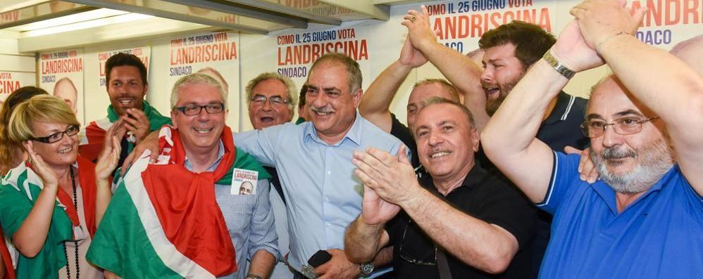 LANDRISCINA SINDACO DI COMO «Una grande emozione» Ha vinto con il 52,7% dei voti La rimonta di Traglio non basta