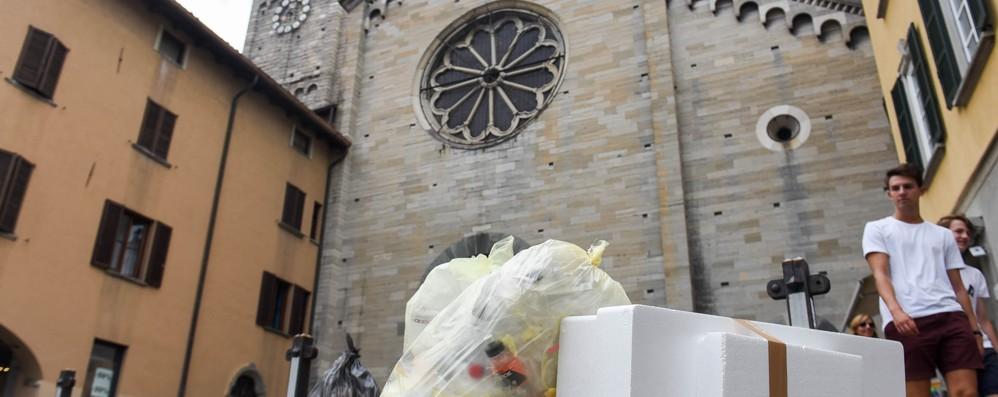 Como, rivoluzione rifiuti  Mai più sacchi in strada per ore