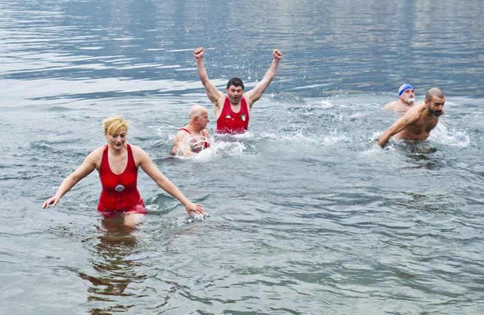 Como tuffo nel lago il 1° gennaio