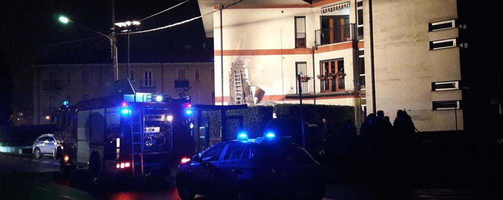 Incendio a un gazebo Vigili del fuoco a Cantù