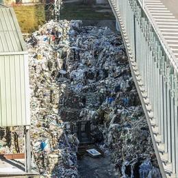 Albate, troppi rifiuti   Discarica sotto sequestro  Guarda il video