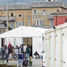 Como: 70 migranti trasferiti  La protesta della Caritas