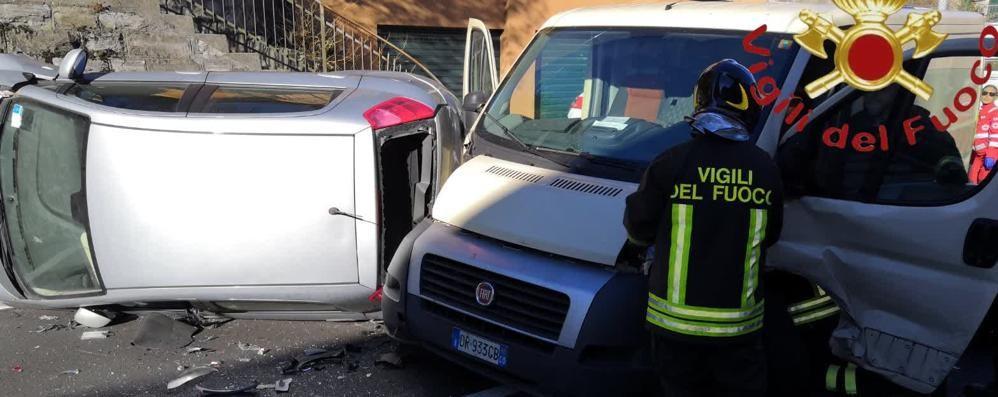 Auto si ribalta sulla Regina  Cinque feriti, nessuno grave