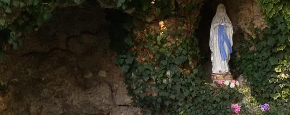 I vandali fanno a pezzi il Crocifisso  Turate, è la seconda volta in pochi giorni