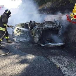 Muore nell'auto in fiamme  Aveva abitato a Scaria