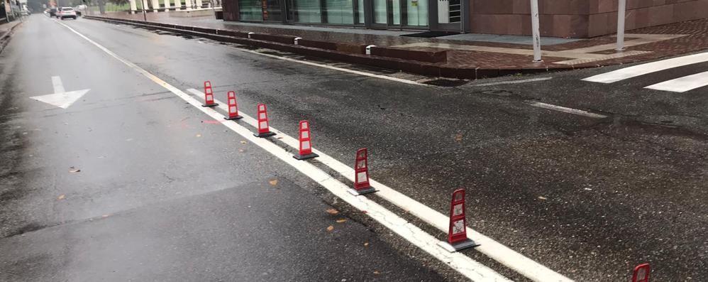 Torna la barriera anti svolta  Olgiate, era stata abbattuta