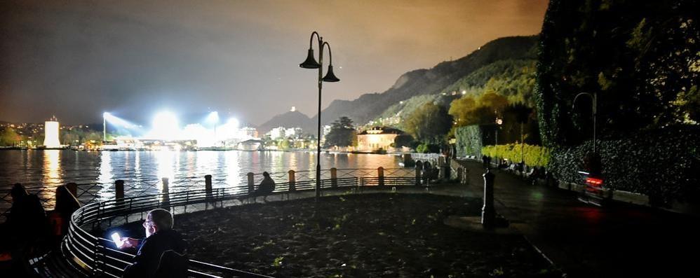Viaggio nel buio, dal lago all'autostrada  Decine di lampioni fuori uso