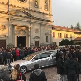 Olgiate, tantissima gente  ai funerali di De Bernardinis