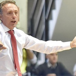 Bucchi: «Serve molta energia  per limitare l'atletismo di Cantù»
