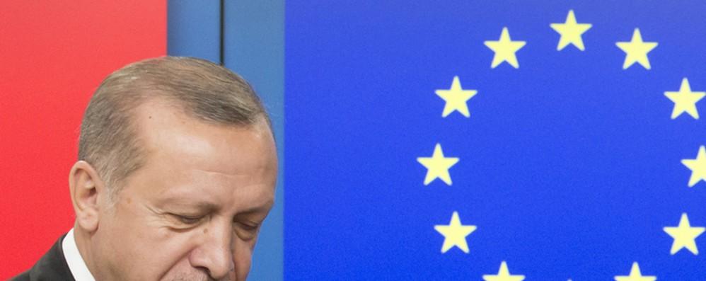 Turchia: Eurocamera propone a Ue fermare negoziati adesione