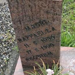 Lasnigo, rubano anche   sulle tombe dei neonati