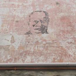 Riappare il fantasma di Mussolini  Sotto l'intonaco della vecchia trattoria