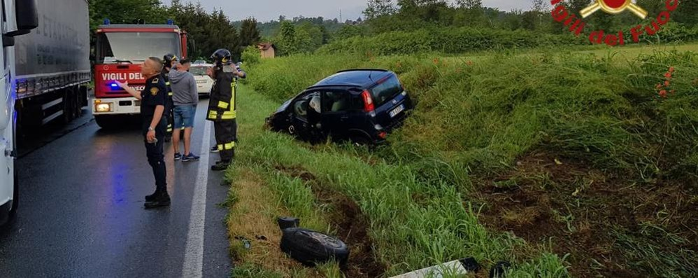 Casnate, frontale tra due auto