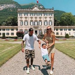 Tremezzo, i Ferragnez a Villa Sola Cabiati  Spaghettate, sci d'acqua e tuffi in piscina