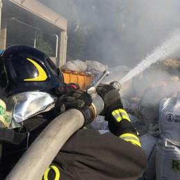 Rifiuti prendono fuoco  Pompieri a Cucciago