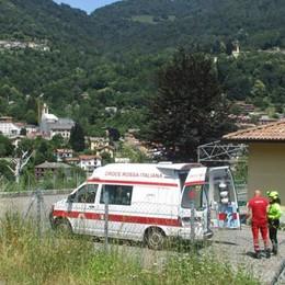 Soccorsi a un ciclista caduto  L'elicottero in Valle Intelvi