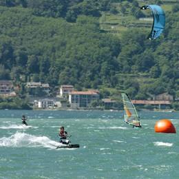 Lettera del prefetto  contro windsurf e kitesurf  «Sono pericolosi»