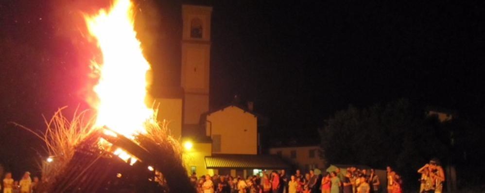 Guanzate, fiamme sul tetto  Attimi di paura al Santuario