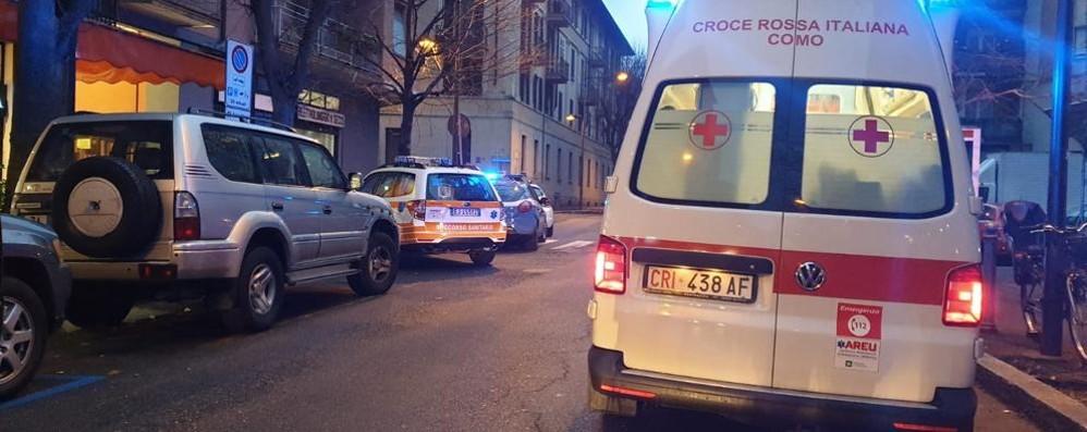 Tragedia in via Leoni  Donna trovata morta in auto