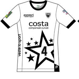 Libertas, altro omaggio alla Comense Arriva una maglia bianca nerostellata