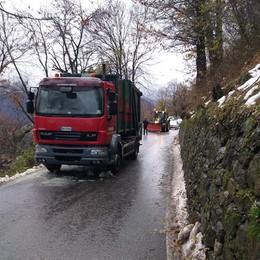 Veleso, camion in panne  Riaperta la provinciale