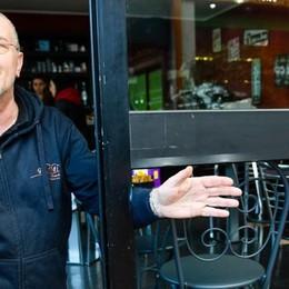 Spaccata al bar, via le sigarette  «È il quinto furto, sono esausto»