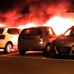 Menaggio, bruciano tre auto Due giovani denunciati