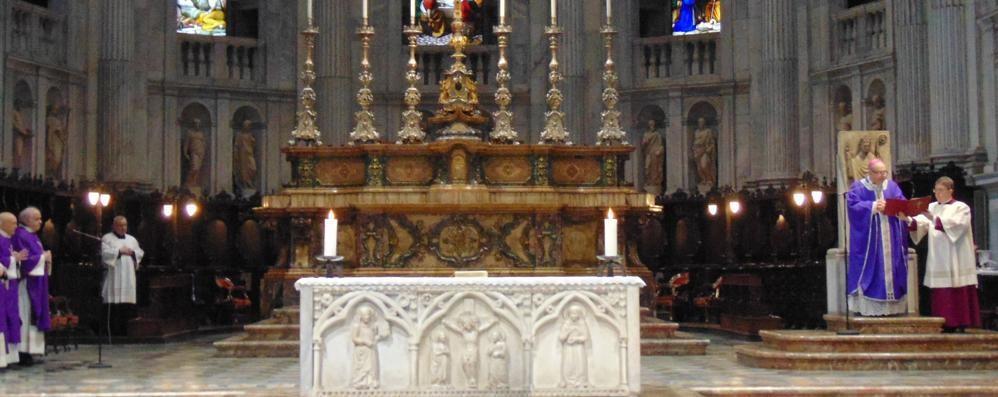 Messe sospese altri sette giorni  E i fedeli si spostano in Ticino