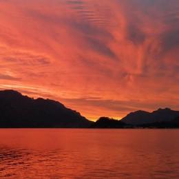 Menaggio, i colori dell'alba  Con vista su Bellagio e Grigne