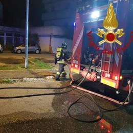 Lipomo, fiamme in un box Paura in via Matteotti